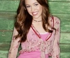 "HANNAH MONTANA - ""Hannah Montana"" stars Miley Cyrus as ""Hannah Montana"" and ""Miley Stewart."" (DISNEY CHANNEL/BOB D'AMICO)"